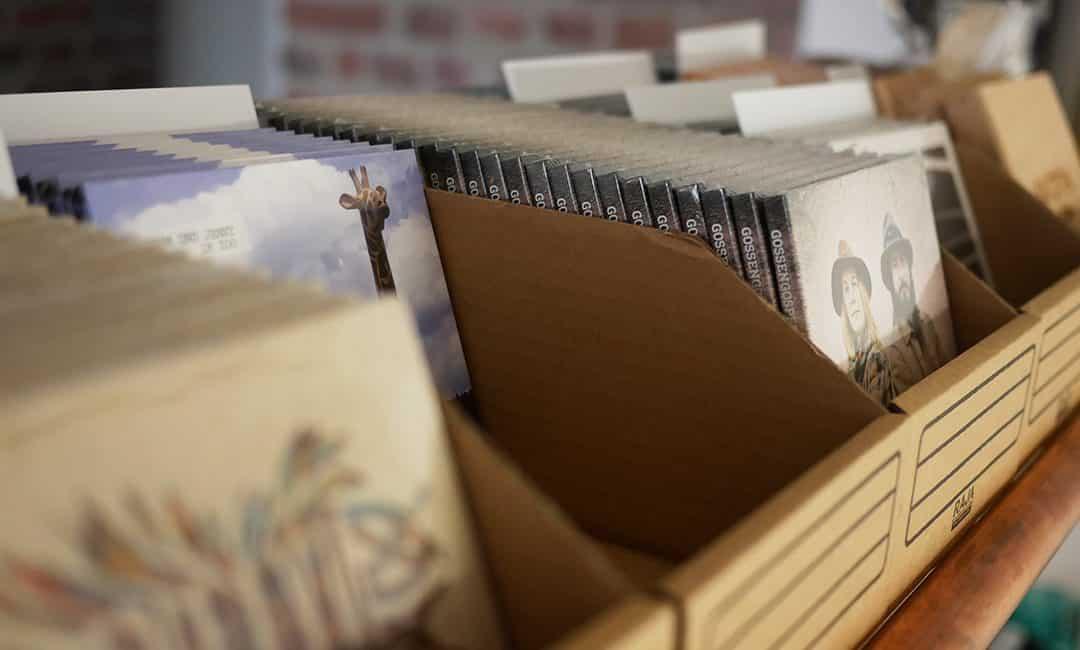Unsere Merch-Box: Physischer Vertrieb für CD, Vinyl & Merchandising
